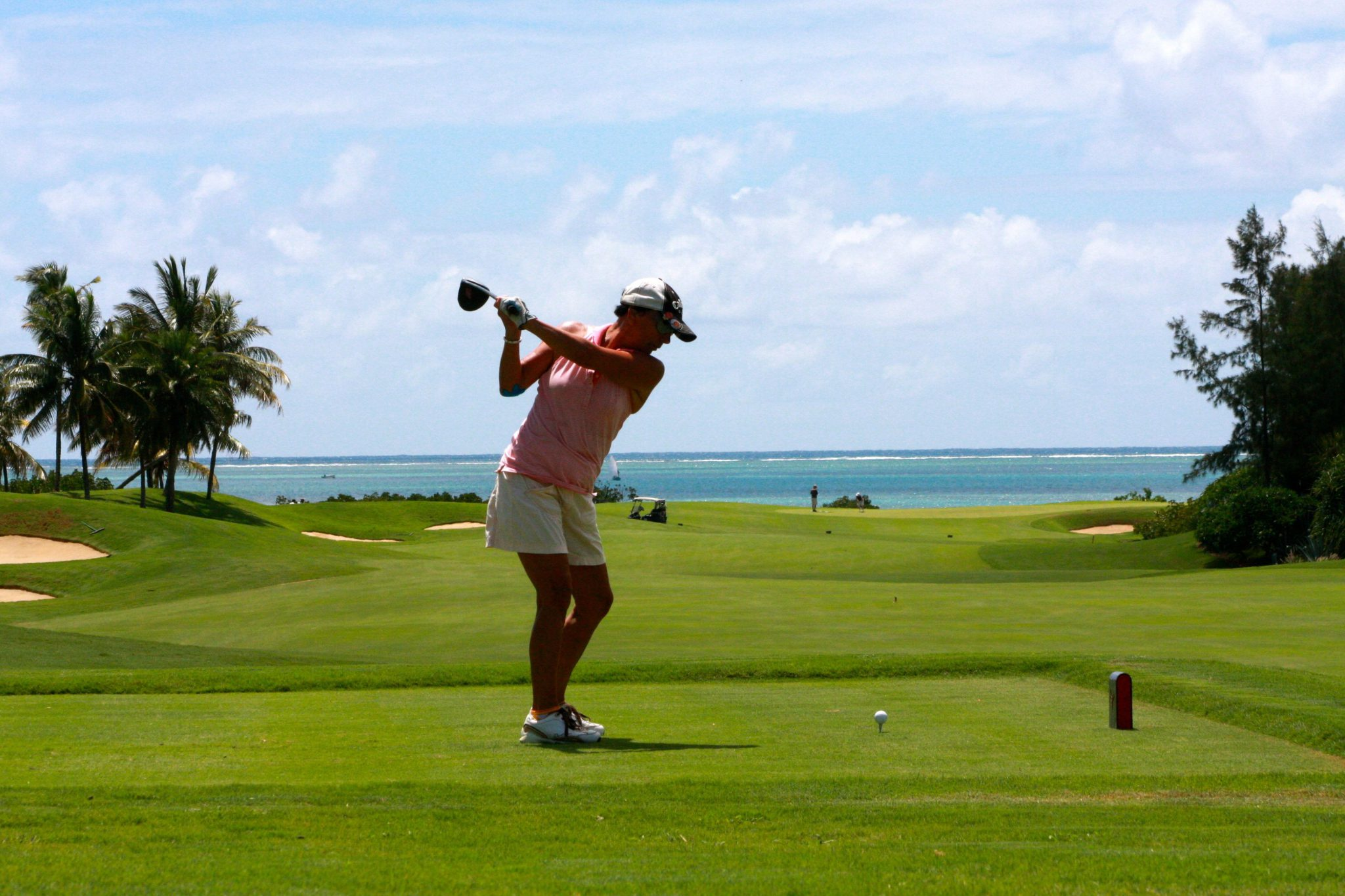 golf_woman_tee